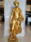 Romalı Çiçek Tutan Kadın Heykeli