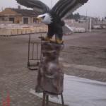 Uçan Kartal Heykeli Kaideli