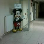 Büyük Miki Heykeli Yön Gösteren