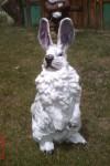 Ayakta Tavşan Heykeli